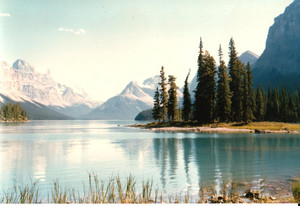 Th_maligne_lake_in_jasper