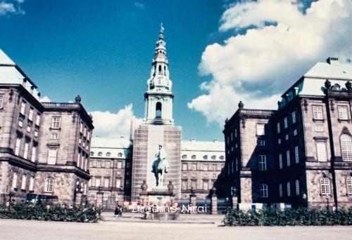 Th_christiansborg-palace